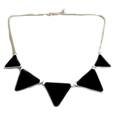 Halsband - Black Triangle...